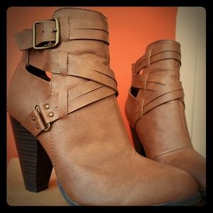 Tan Healed Boots - Size 6